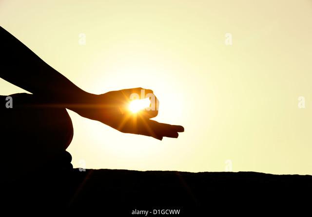 Sunset silhouette of an Indian man meditating. Andhra Pradesh, India - Stock-Bilder
