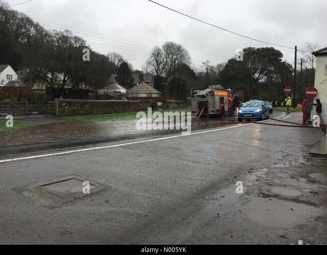 W G Phillips & Son, Bridge, Redruth, Cornwall, UK. 06th Feb, 2016. Cornwall Fire and Rescue pump flood water - Stock Image