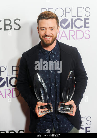 Los Angeles, USA. 18th Jan, 2017. Justin Timberlake poses with the awards for Favorite Male Singer and Favorite - Stock-Bilder