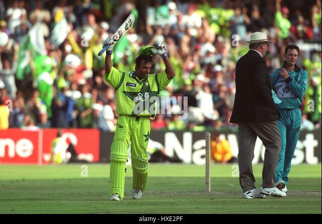 SAEED ANWAR REACHES HIS 100 PAKISTAN V NEW ZEALAND 16 June 1999 - Stock Image