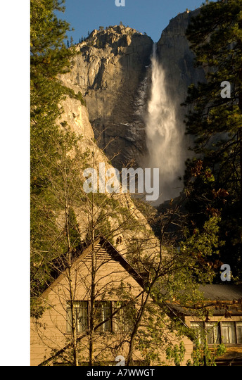 Yosemite Falls behind Yosemite Lodge - Stock Image