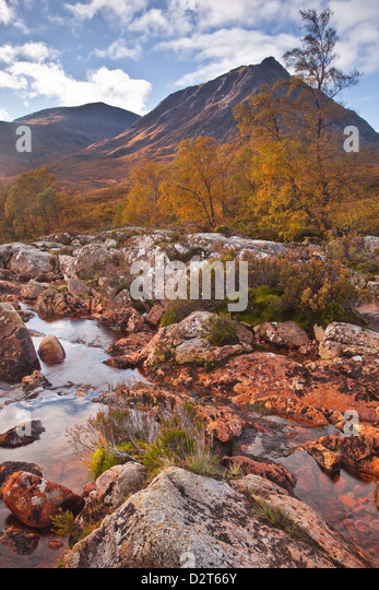 Stob a Ghlais Choire with the river Etive flowing past it, an area on the corner of Glen Coe and Glen Etive, Scotland, - Stock-Bilder