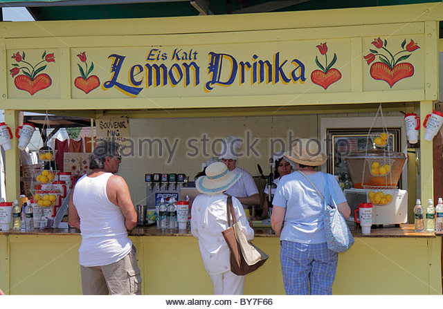 Pennsylvania Kutztown Kutztown Folk Festival Pennsylvania Dutch folklife lemonade stand vendor drinka for sale - Stock Image