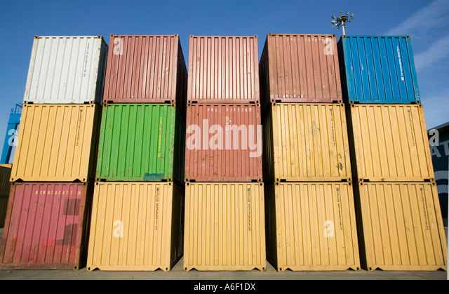 SHIPPING CONTAINERS ON DOCKS IN EUROPE SOUTHERN EUROPE - Stock Image