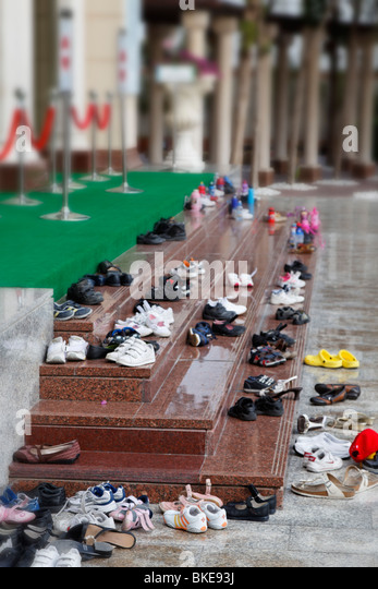 Shoes in front of Jumeirah mosque in Dubai - Stock Image