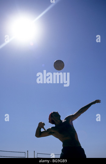 Men playing beach volleyball - Stock Image