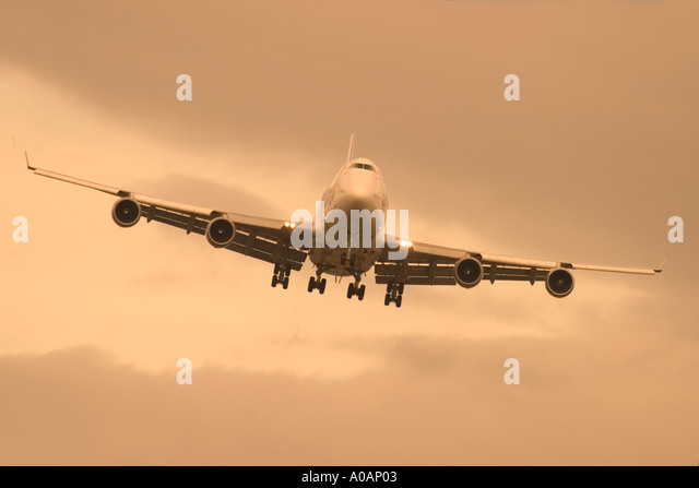Front view of commercial airliner coming to land - Stock Image