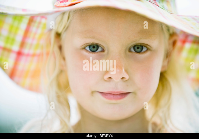 young girl in sun hat - Stock Image