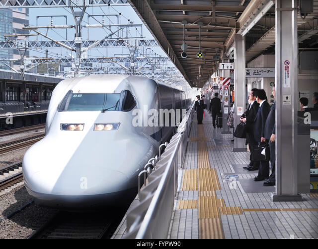 Shinkansen bullet train JR-700 Nozomi arriving at a platform, Shizuoka, Japan - Stock Image