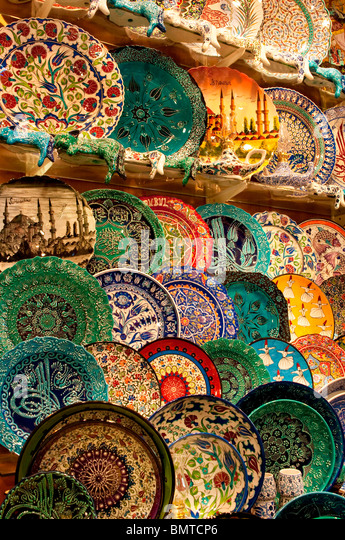 Handmade turkish plates for sale, Kapalicarci, Istanbul, Turkey - Stock Image