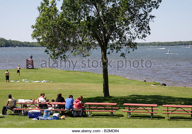 Wisconsin Kenosha Silver Lake Silver Lake Park picnic bench man men woman women boy girl child family summer vacation - Stock Image
