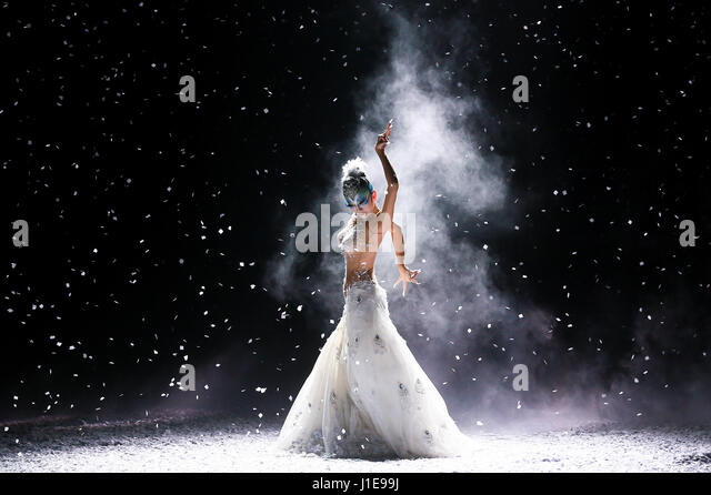 Tianjin, China. 20th Apr, 2017. Chinese dancing master Yang Liping performs in her dance drama 'Peacock of Winter' - Stock Image