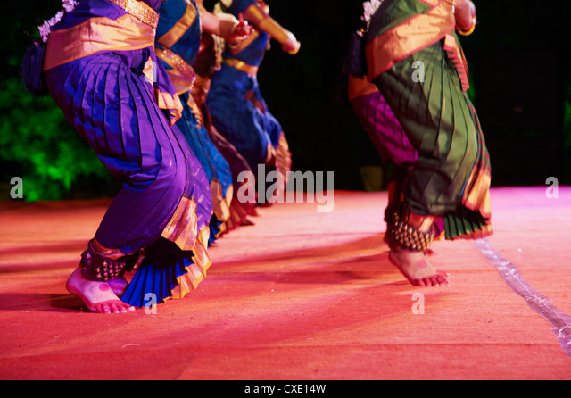 Women dancers, Indian traditional dance festival, Mamallapuram (Mahabalipuram), Tamil Nadu, India, Asia - Stock Image