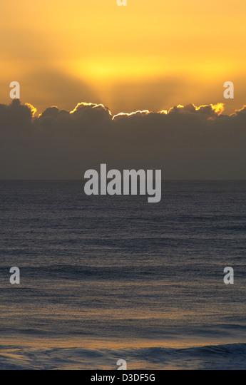 Sunrise over ocean - Stock Image
