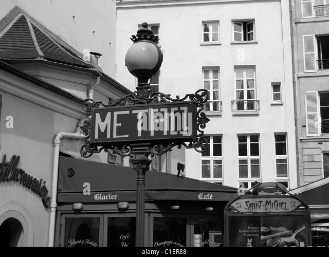 Saint michel metro station stock photos saint michel metro station stock images alamy - Saint michel paris metro ...