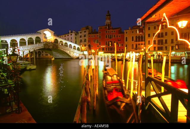 Italy Venice Canale Grande Rialto bridge gondola twilight - Stock Image