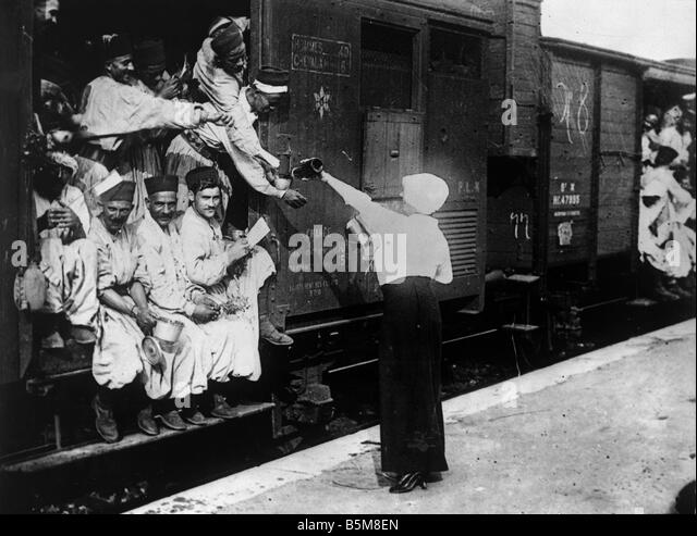 Turks at Champigny station Photo History World War I France Turks at Champigny station before the journey to the - Stock Image