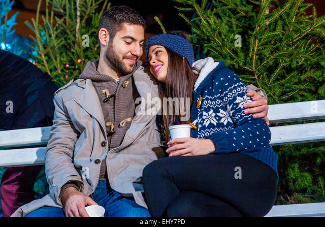 Young couple drinking punch at Christmas Market - Stock-Bilder