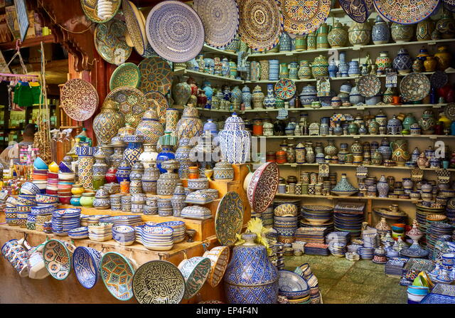Fez, Souk in Medina, Hand painting ceramic products. Morocco - Stock-Bilder