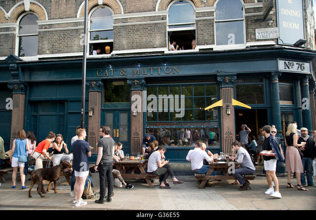 Hackney. Broadway Market. Cat and Mutton pub. - Stock Image