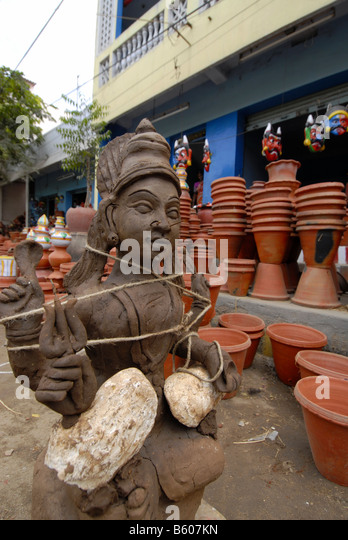 A SHOP SELLING EARTHEN WARES IN MADURAI TAMILNADU - Stock Image