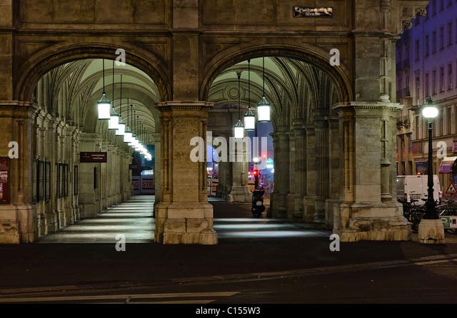 Exterior of the Vienna Opera House - Stock-Bilder