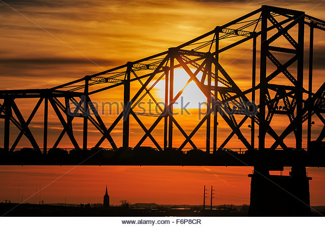 George Rogers Clark Memorial Bridge and Louisville, Kentucky at sunset - Stock Image