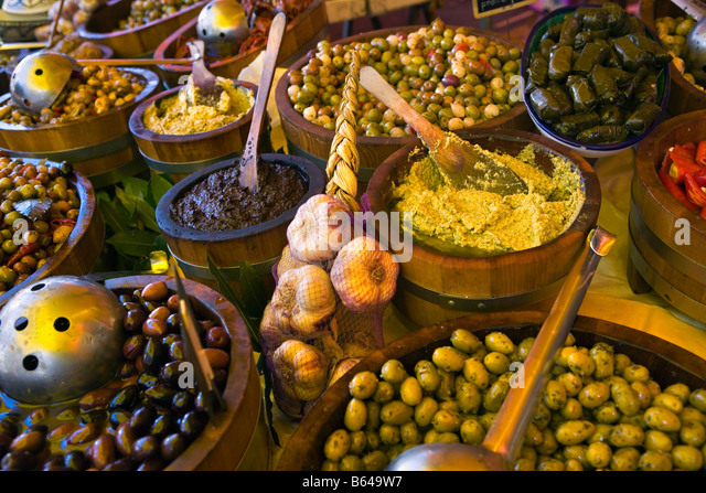 France, near Beaune, Burgundy, Market, Olives and garlic - Stock Image