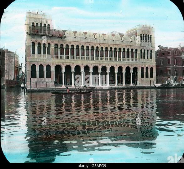 An der nächsten Biegung des Kanals taucht das sogenannte Türkenhaus auf. Es wurde als Privatbesitz schon - Stock Image