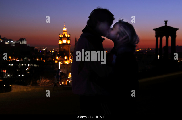 Lovers kissing Carlton Hill Edinburgh Dusk - Stock Image