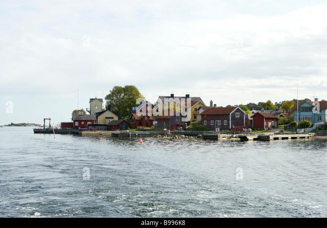 Houses and docks built along bay - Stock Image