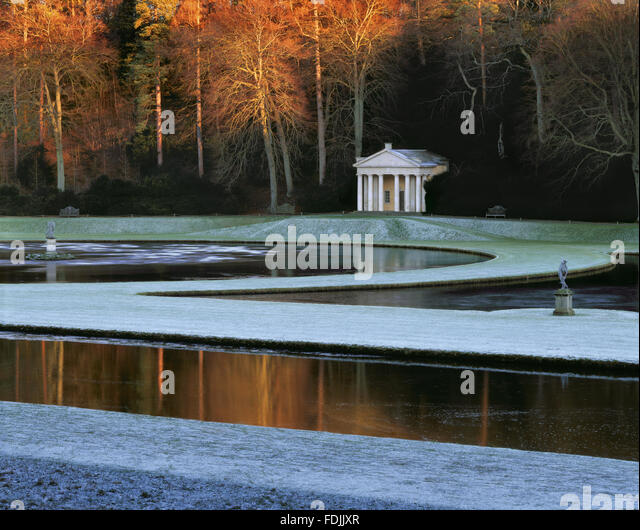 The Temple of Piety seen across the Moon and Half Crescent ponds at Studley Royal Garden, North Yorkshire. - Stock-Bilder