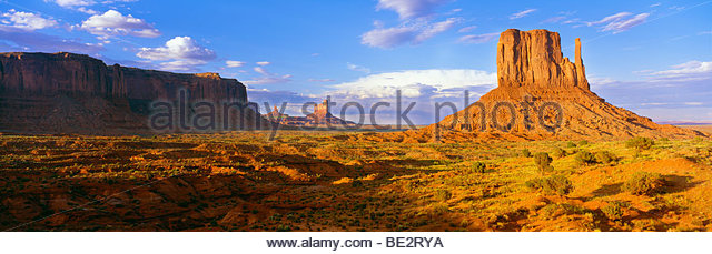 0195-1061  Copyright: George H. H. Huey  The West Mitten Butte at sunrise. Monument Valley Tribal Park Utah Arizona - Stock-Bilder