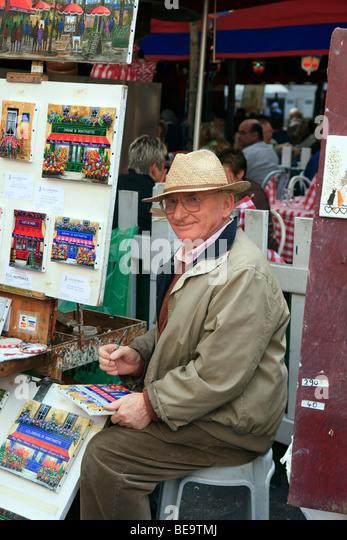 Artist and Paintings in Montmartre in Paris. - Stock-Bilder