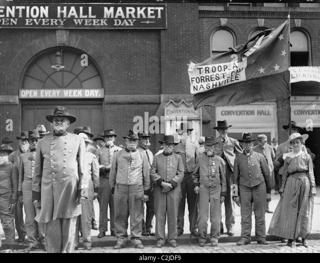 Confederate Veterans Reunion; old men in un Uniforms front of Nashville Convention Hall Market - Stock Image