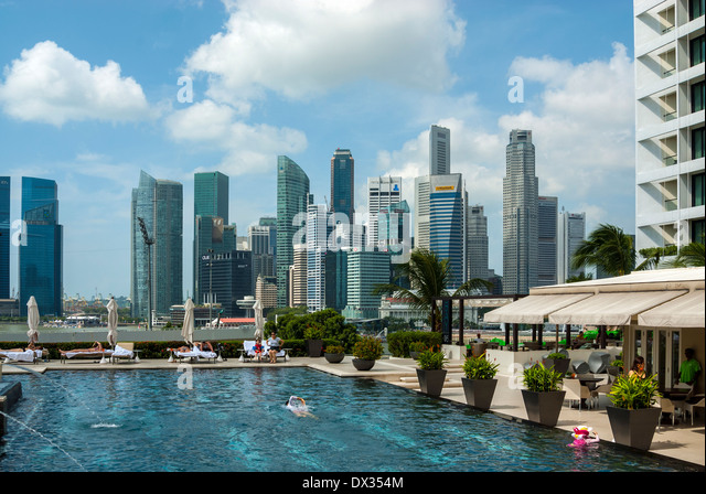 Mandarin oriental hotel singapore stock photos mandarin - Marina mandarin singapore swimming pool ...