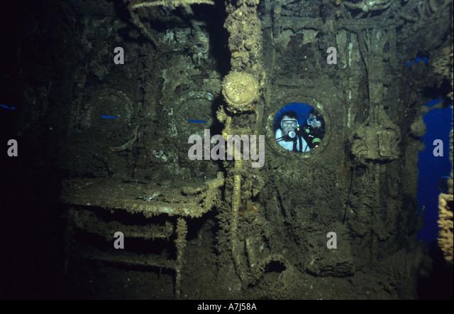 divers exploring the bridge of the USS Saratoga at Bikini Atoll - Stock Image