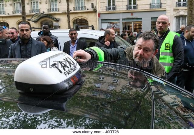 Paris, France. 14th Apr, 2017. A taxi driver takes off his taxi light during a protest outside the office of Transportation - Stock Image