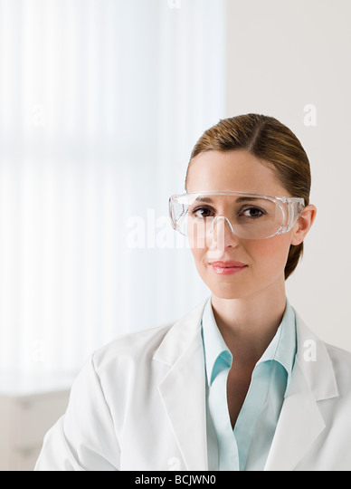 Female scientist wearing safety googles - Stock Image