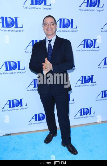 Anti-Defamation League entertainment industry dinner honoring Bill Prady - Arrivals  Featuring: Joshua Malina Where: - Stock-Bilder