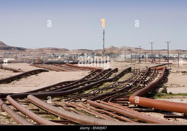 Bahrein United Arab Emirates UAE oil oil industry pipelines travel place of interest landmark - Stock-Bilder