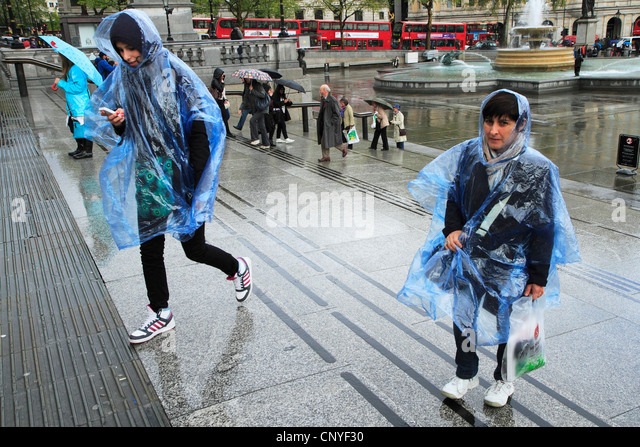Tourists in the rain, London UK - Stock Image