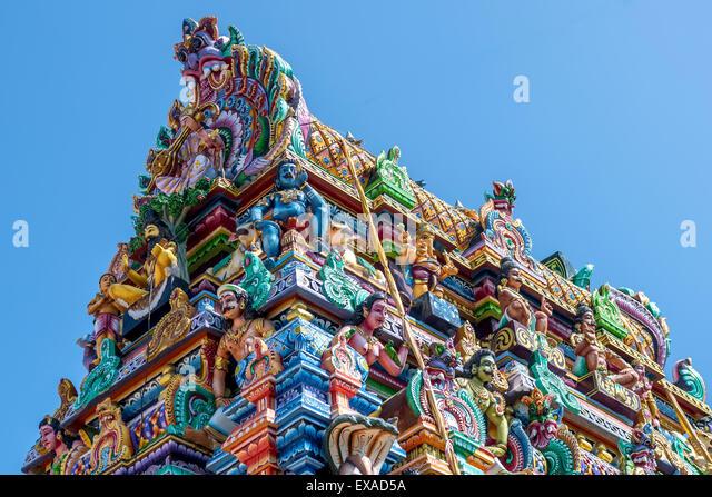 beautiful-statues-in-tamil-hindu-temple-