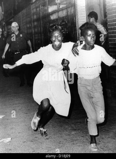 Two young African Americans girls, one screaming during riots in the Bedford-Stuyvesant section of Brooklyn. They - Stock-Bilder