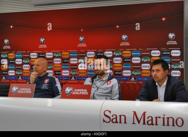 Czech national  football team coach Karel Jarolim (left) and captain Tomas Sivok (cenre) speak during the press - Stock-Bilder