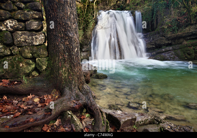 Picturesque waterfall known as 'Janets Foss' in Malhamdale in the Yorkshire Dales of England - Stock-Bilder