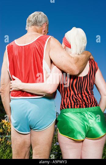 Senior couple wearing shorts - Stock-Bilder