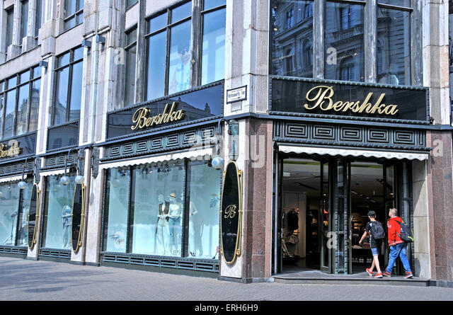 Bershka stock photos bershka stock images alamy for Bershka via indipendenza bologna