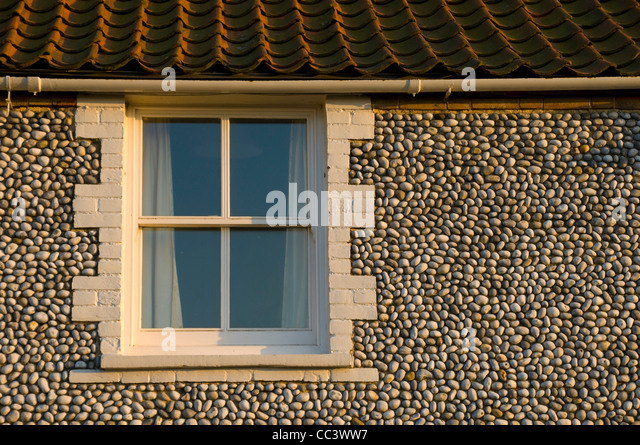 UK, England, Norfolk, Blakeney, Traditional flint walled houses - Stock-Bilder