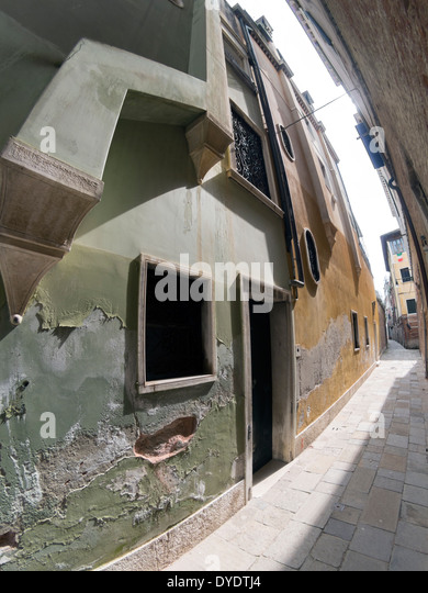 Crumbling buildings down a side street in Venice, Italy - Stock Image